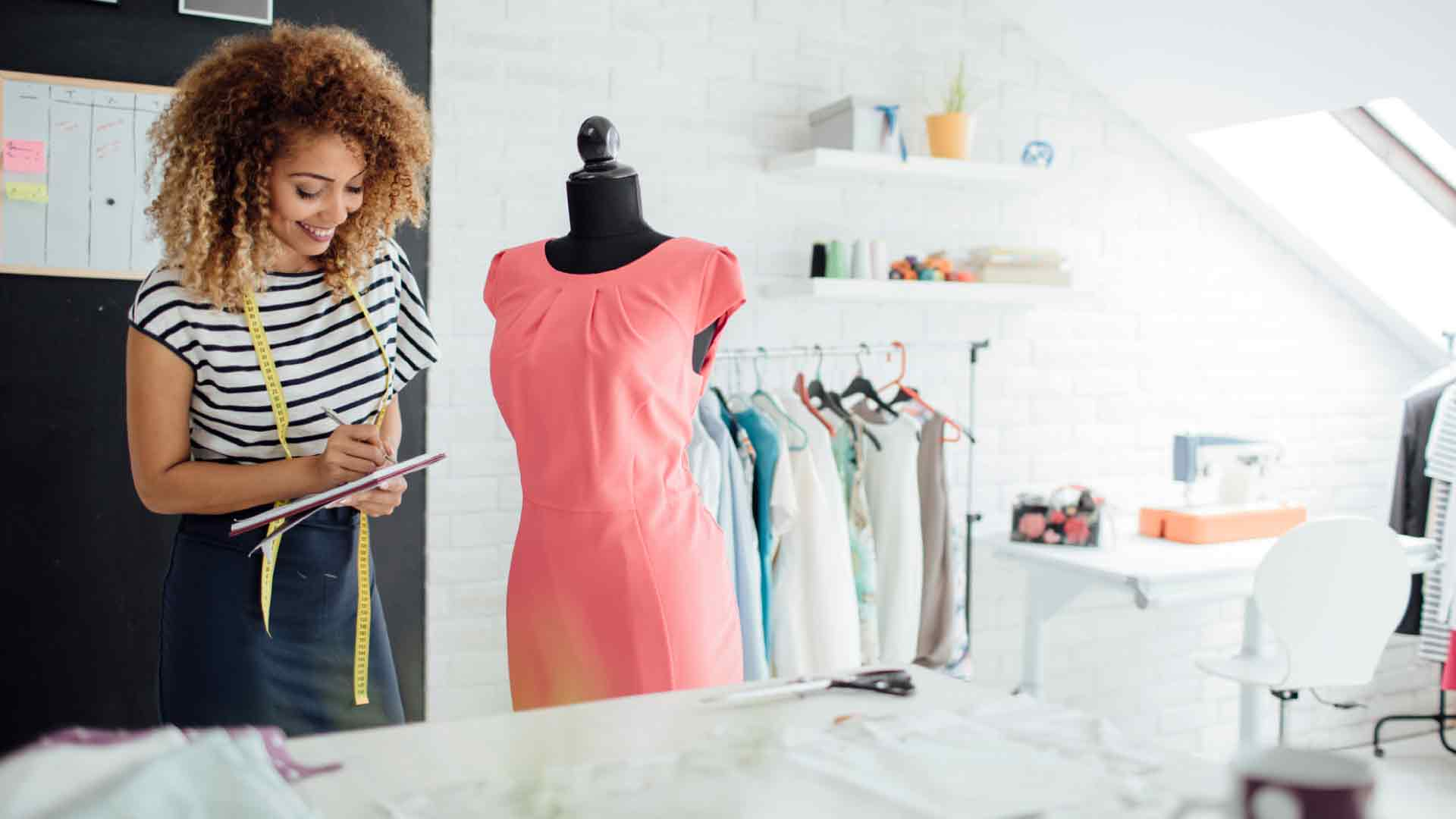 4 Benefits Of Being A Fashion Designer